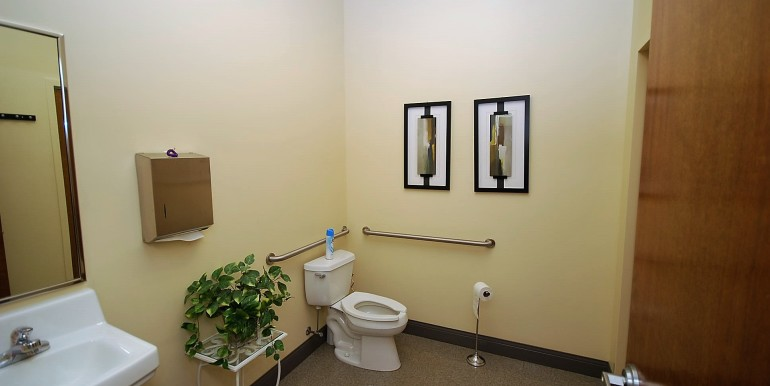 21_Staff Bathroom