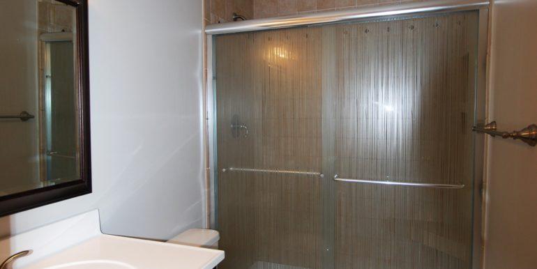 20_Hall Bath